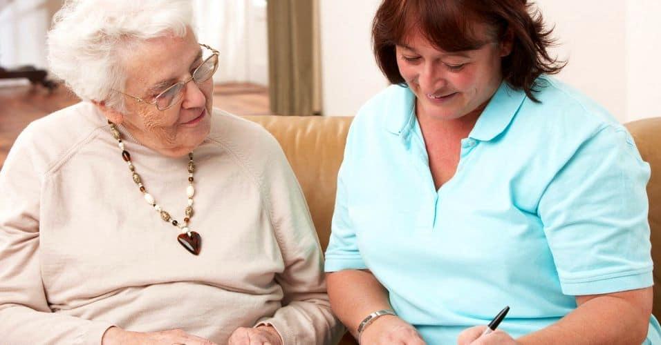 Пожилые люди не выходящие из дома